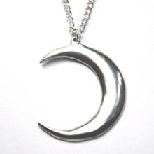 Crescent moon pendant necklace P42